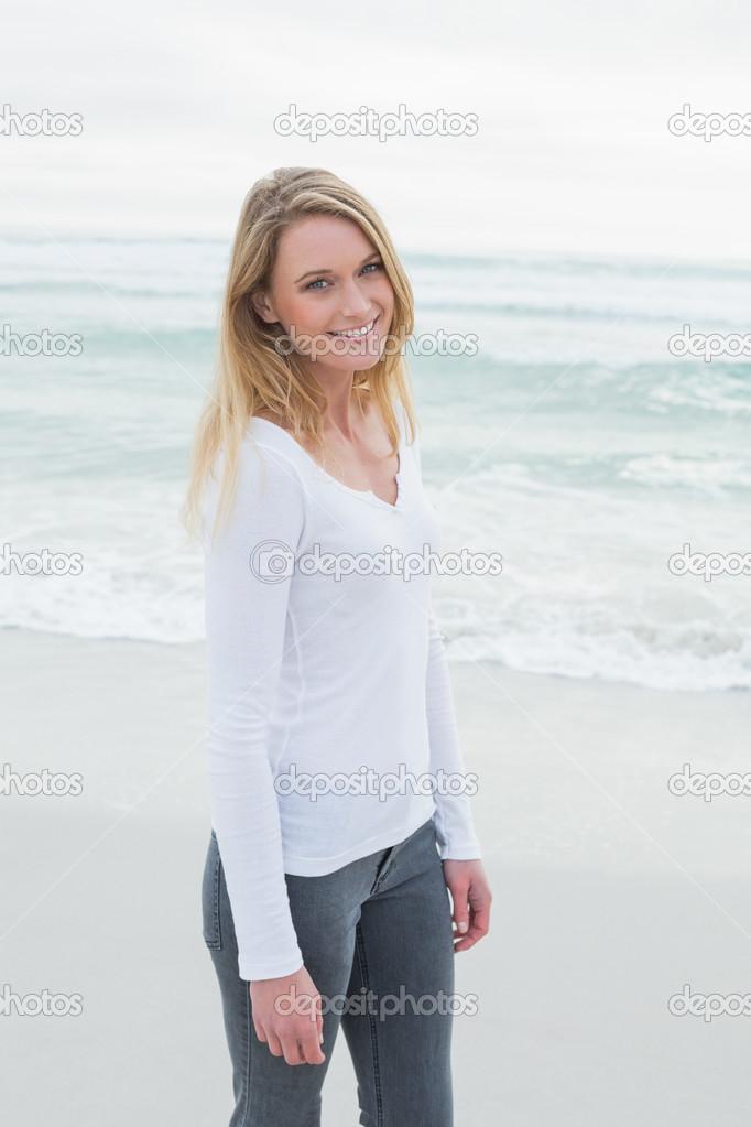 Русское фото женщин на пляже случайные трусах пизда видна