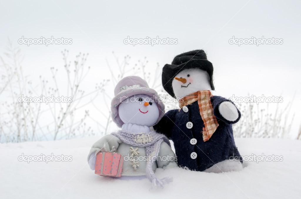 Снеговики обнимаются картинки из снега