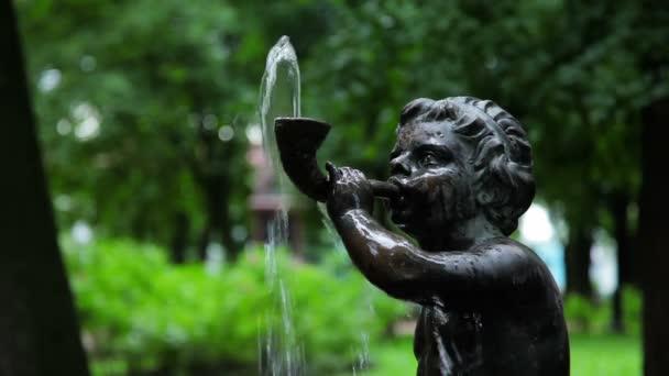 fontána chlapec fouká roh