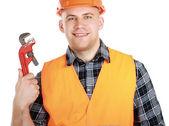 Lächelnder männlicher Bauarbeiter