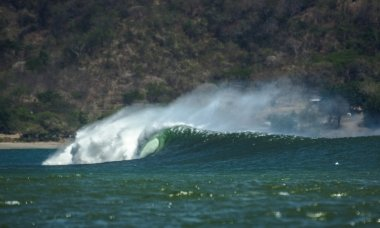 Barreling wave in Central America