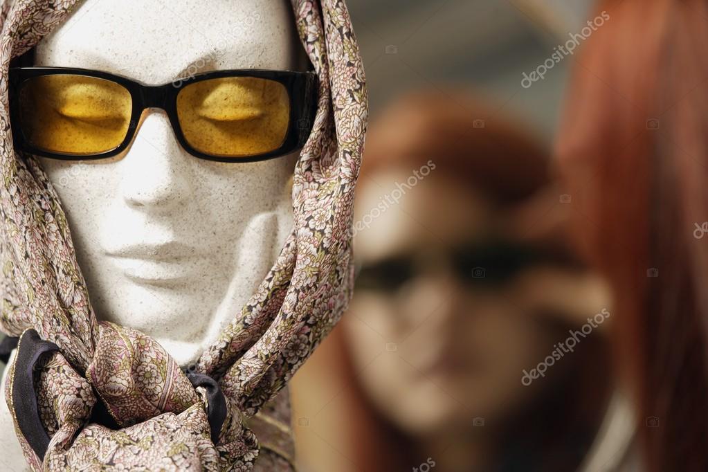 — Modellazione Stock Foto Manichino Occhiali Da Testa Sole Foulard E Rjq3c4L5A