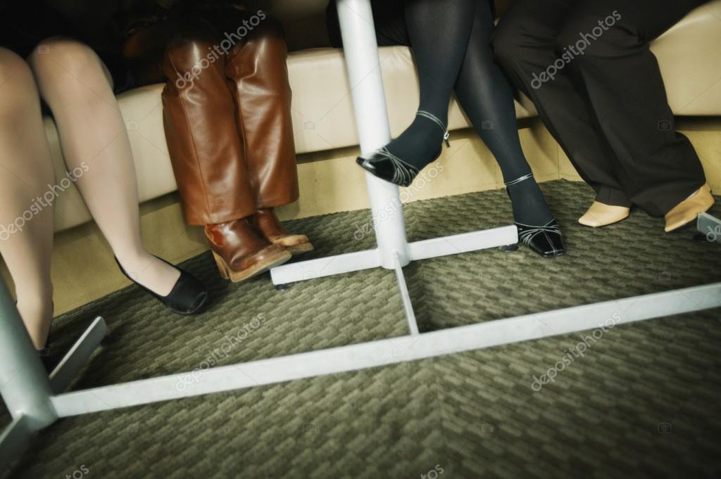 Фото ножки под партой фото 396-104