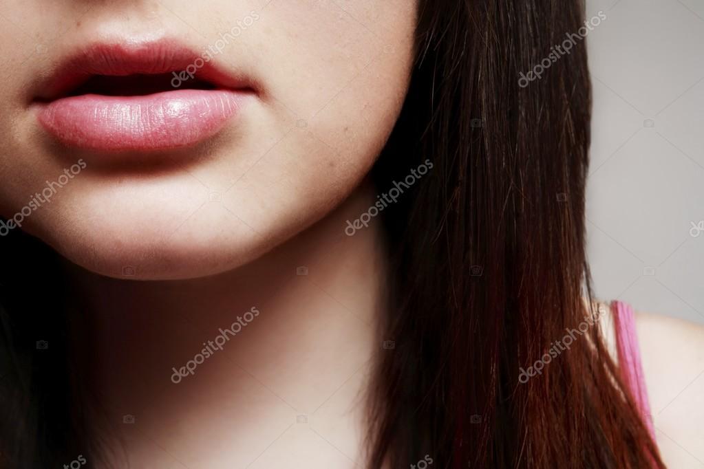 женский рот в деле кажется