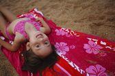 Fotografie mädchen auf dem strand
