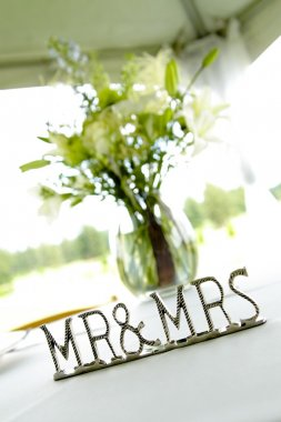 'mr & Mrs' Sign Next To Vase On Table