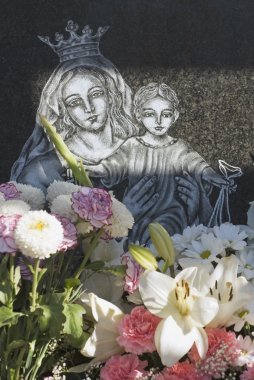 Headstone With Bouquet Of Flowers