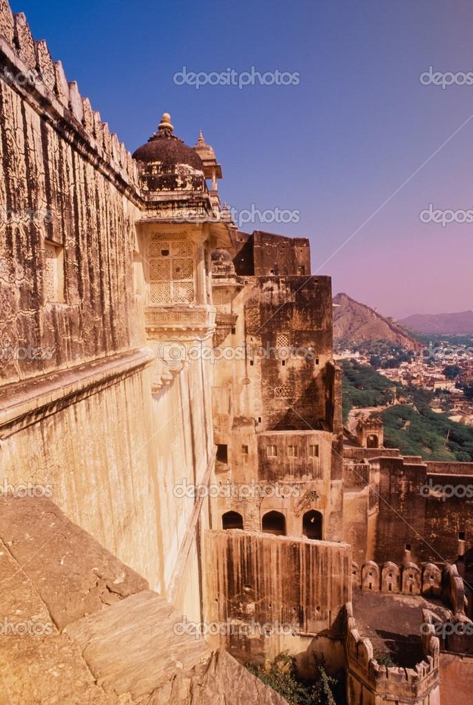 paredes exteriores del fuerte amber cerca de jaipur rajasthan india u foto de