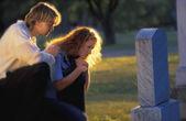 Ein Grab besuchen