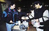 Fotografie Freiwillige und Obdachlosen in Suppenküche