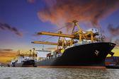 Lodní přístav v Thajsku