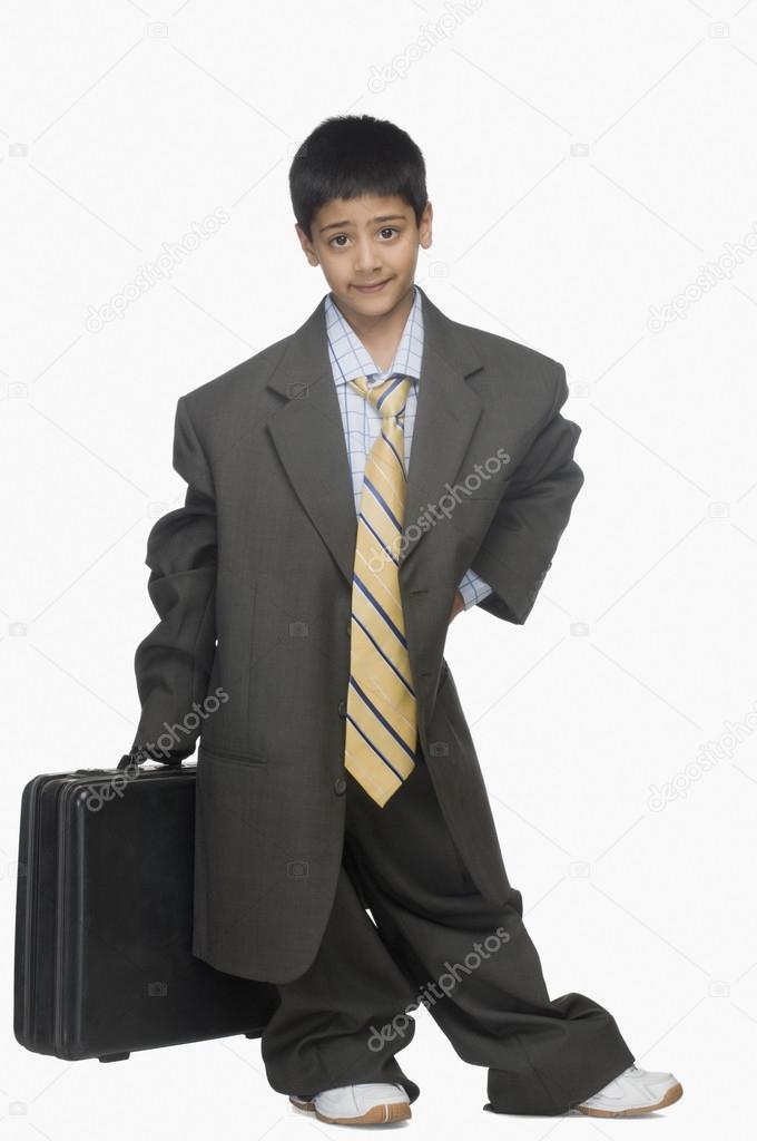 43cd2a09d694 ragazzo indossa abito oversize — Foto Stock © imagedb seller  32967889