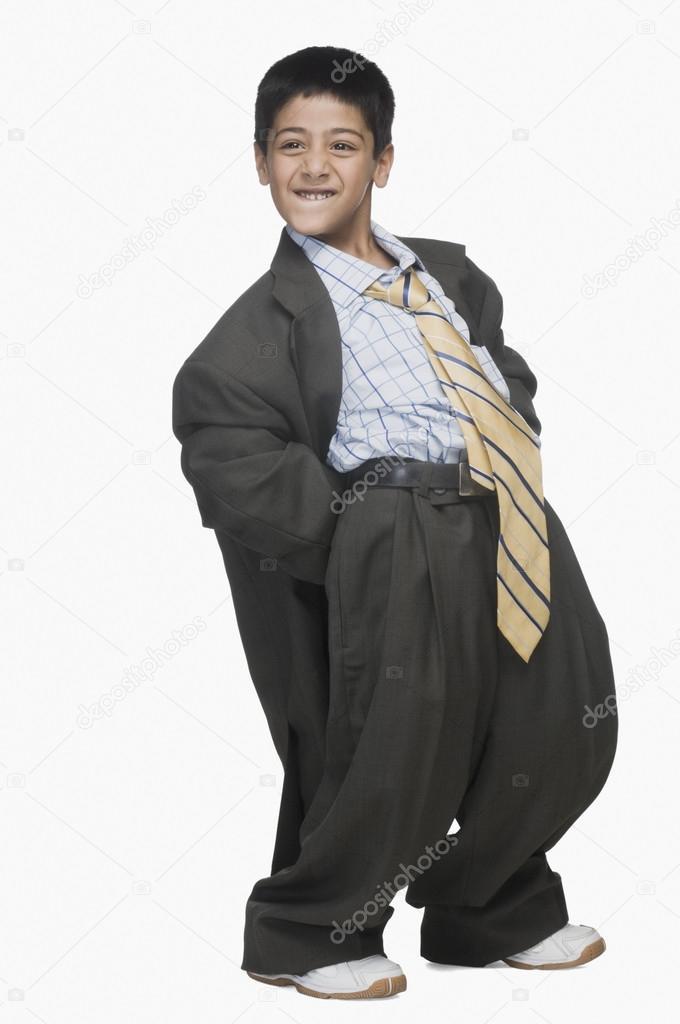 144e9cec48fa ragazzo indossa abito oversize — Foto Stock © imagedb seller  32968071