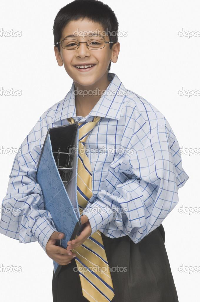 e11aecf74618 ragazzo indossa vestiti oversize — Foto Stock © imagedb seller  32968903