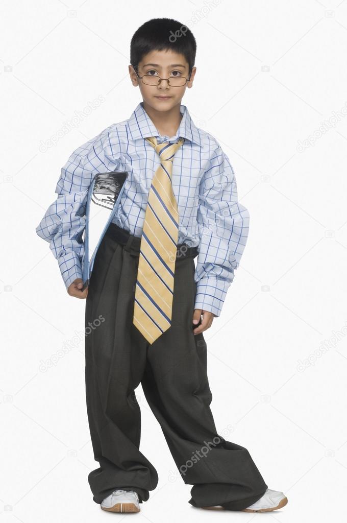 626707f4f470 ragazzo indossa vestiti oversize — Foto Stock © imagedb seller  32970899