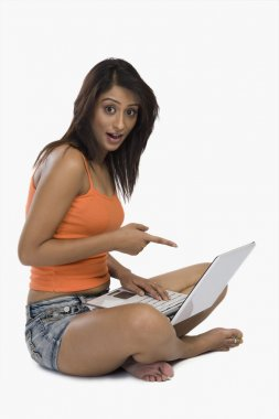 Woman pointing at a laptop