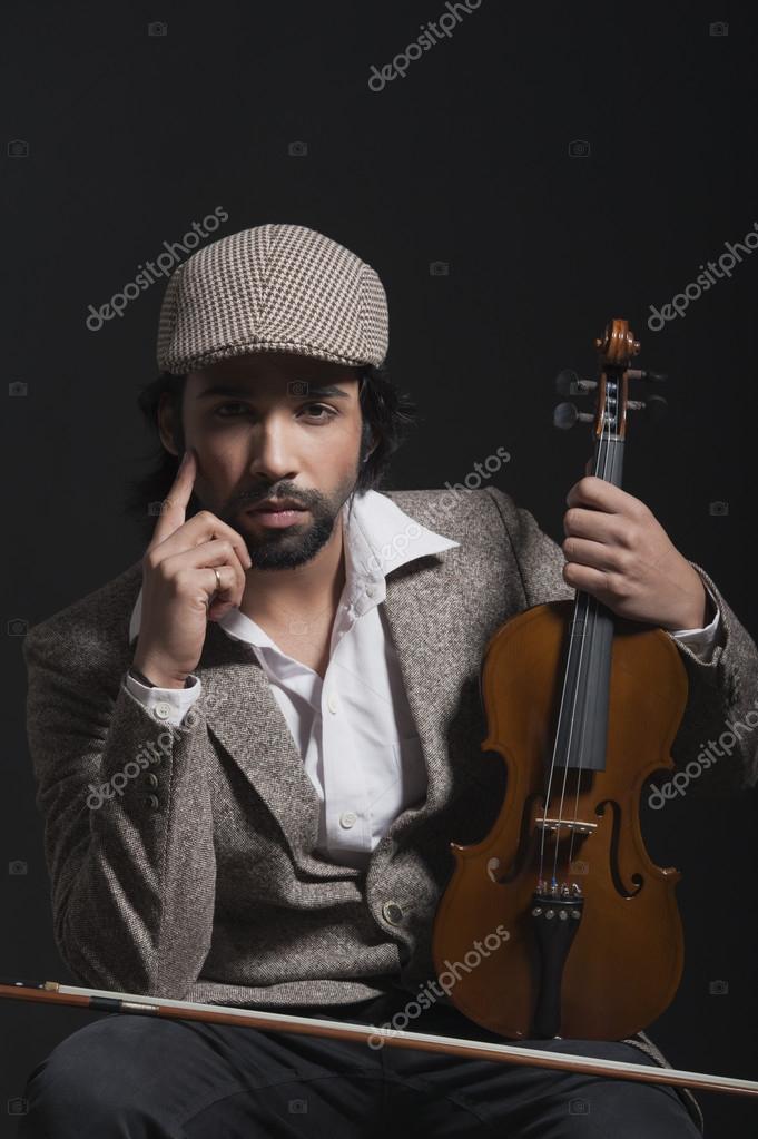 Musicista in possesso di un violino foto stock imagedb - Possesso di un immobile ...
