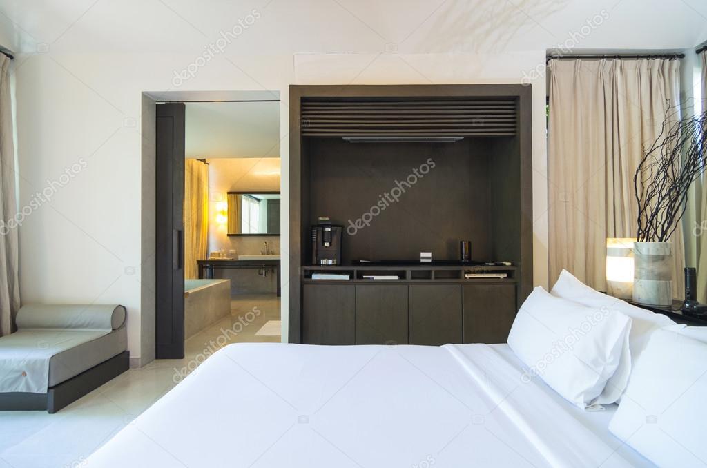 chambre coucher moderne se connecter avec salle de bain design d 39 int rieur photographie. Black Bedroom Furniture Sets. Home Design Ideas