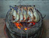 Fotografie grilované krevety na grilu