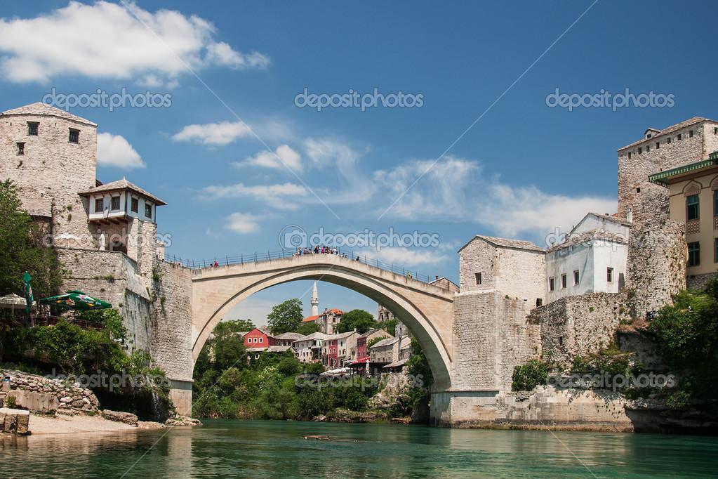 Il famoso ponte di mostar bosnia foto stock miropink for Disegni di ponte anteriore