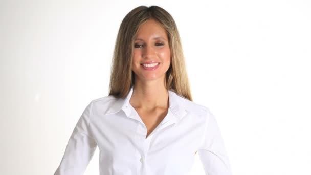 mladá žena s vývěsní štít