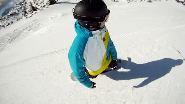 snowboardista na sjezdovce