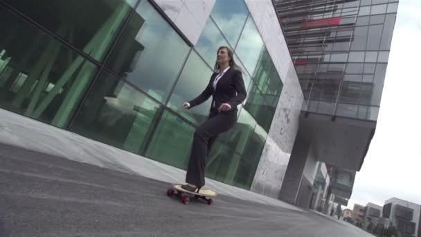 mladý podnikatel s skateboard