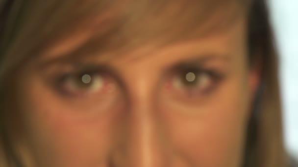 kontaktní čočka naruby