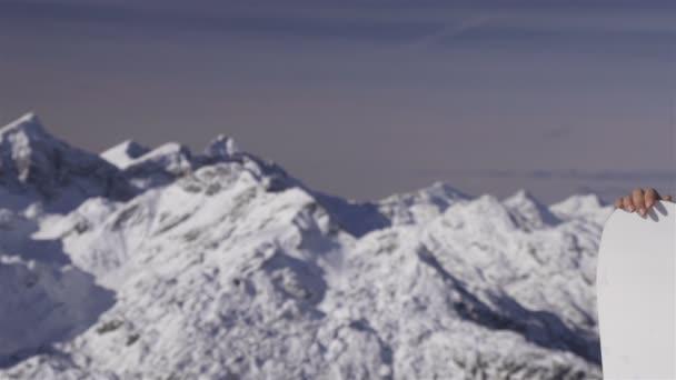 snowboardista holka na horské