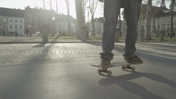 slow motion: skateboardingu v parku