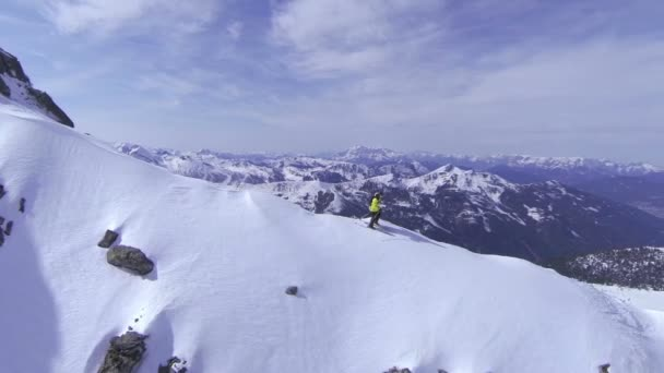 lyžař lyžování na hoře