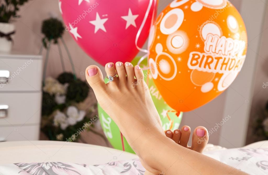 diamantový prsten s aquamarine v nohou žen — Stock Fotografie ... 220636bfedf