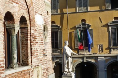 Palazzo Pretorio and statue of Francesco Di Marco Datini, Prato, Tuscany, Italy