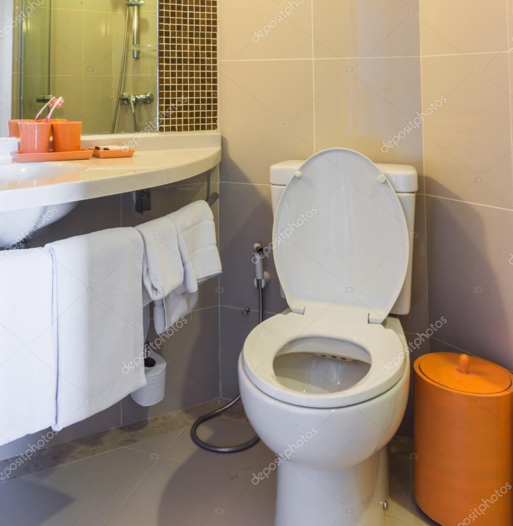Moderne Toiletten weinig moderne toiletten stockfoto sirastockid08 33310969