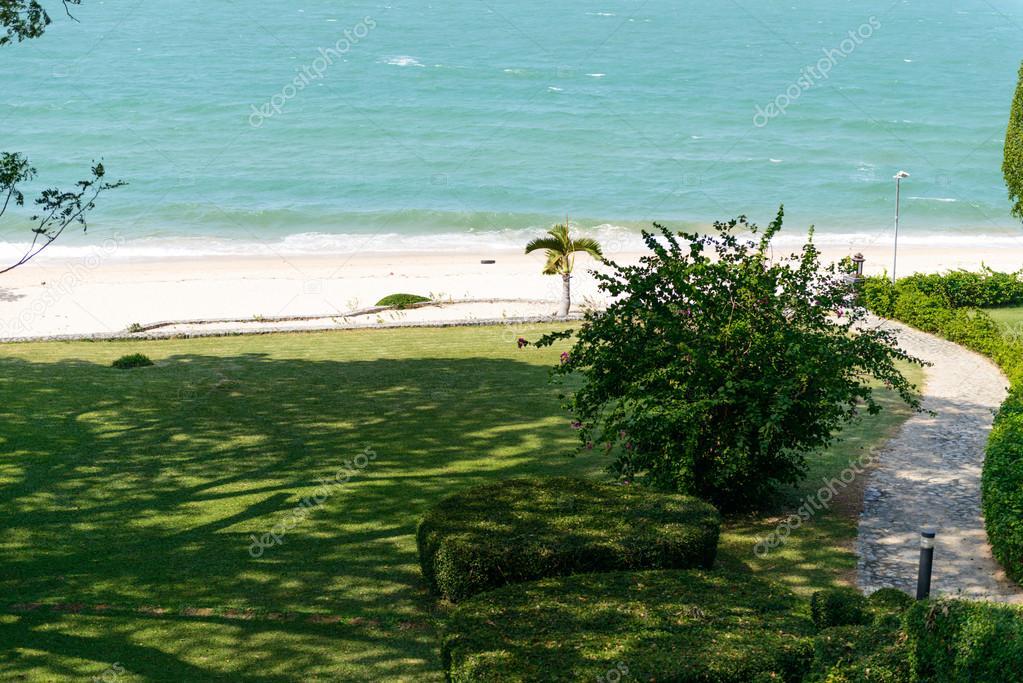 parc jardin bord de mer photographie sirastockid08 37774963. Black Bedroom Furniture Sets. Home Design Ideas