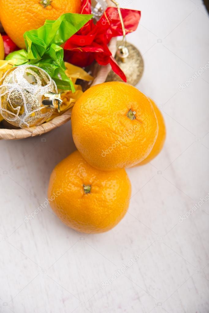 Süße frische Mandarine auf dem Küchentisch — Stockfoto © nata ...