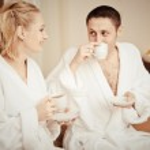 男人和女人在床上奸_男人和女人在床上早上喝咖啡 — 图库照片©nata-lunataD#40730705