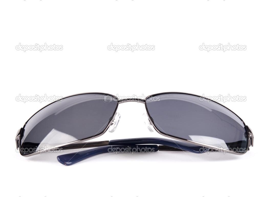 Gafas de sol aviador negro con vidrio oscuro polarizado — Fotos de Stock 1684cf3d1b6a