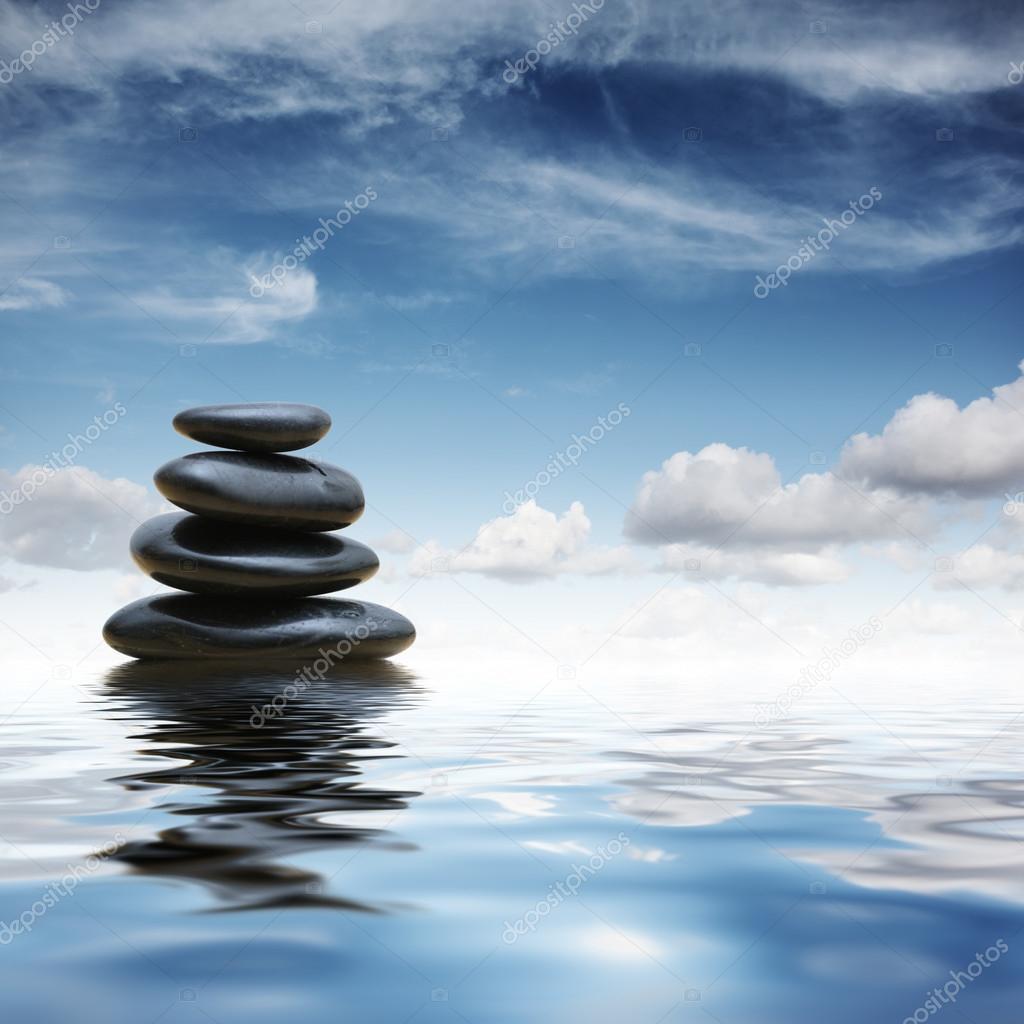 Piedras zen en agua fotos de stock logoboom 32427335 for Fotos piedras zen