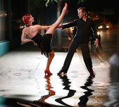 Fotografie heiße lateinische Tanz auf einer Straße