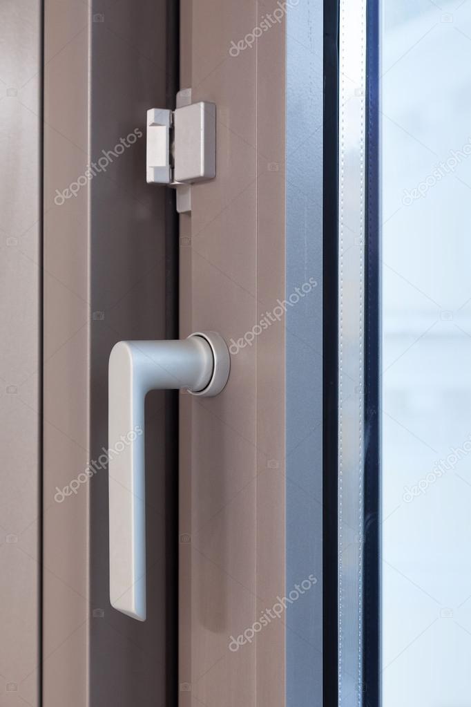 las partes metálicas del marco de ventana — Foto de stock © trofoto ...
