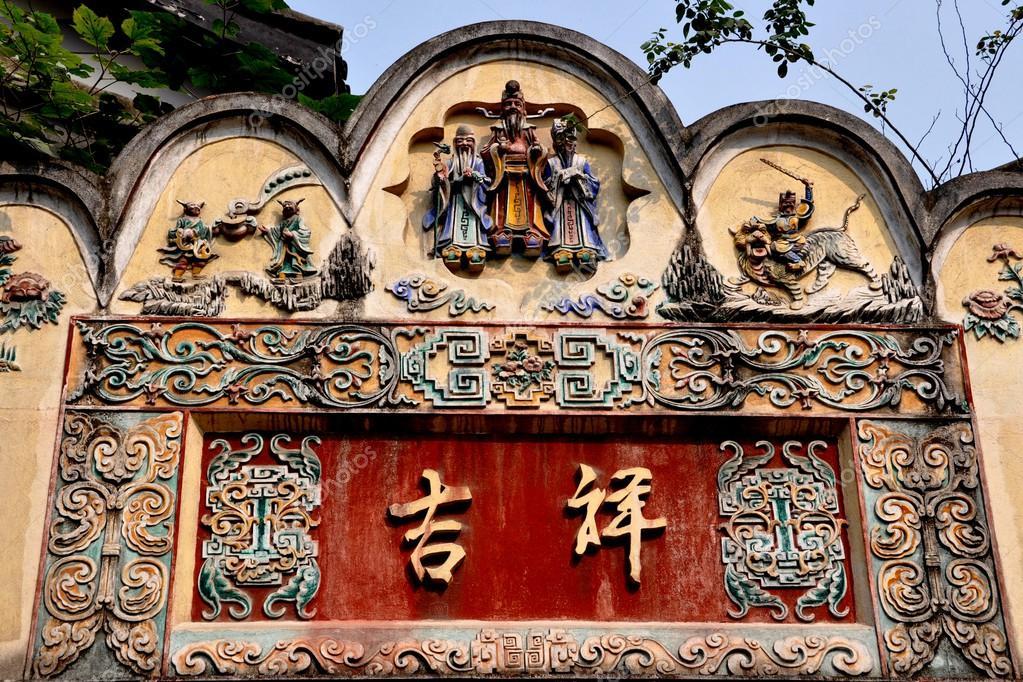 China: 18e eeuw instapniveau poort op kuanxiangzi alley in chengdu ...