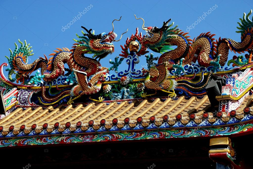 Chiang Mai Thailand Carved double dragons stand atop the center rooftop beam of the Chinese Pung Tao Gong ancestral temple in the Wararot market district ...  sc 1 st  Depositphotos & Chiang Mai Thailand: Double Roof Dragons at Pung Tao Gong ... memphite.com