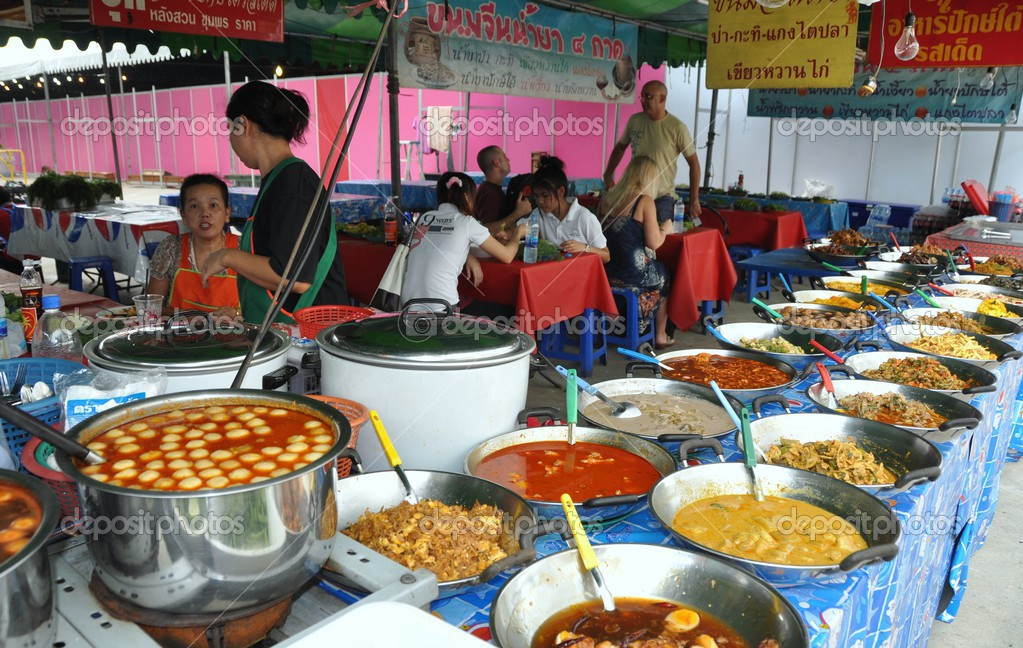 Bangkok thailand mbk outdoor food court stock for Meal outdoors