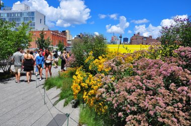 NYC: People At the High Line Park