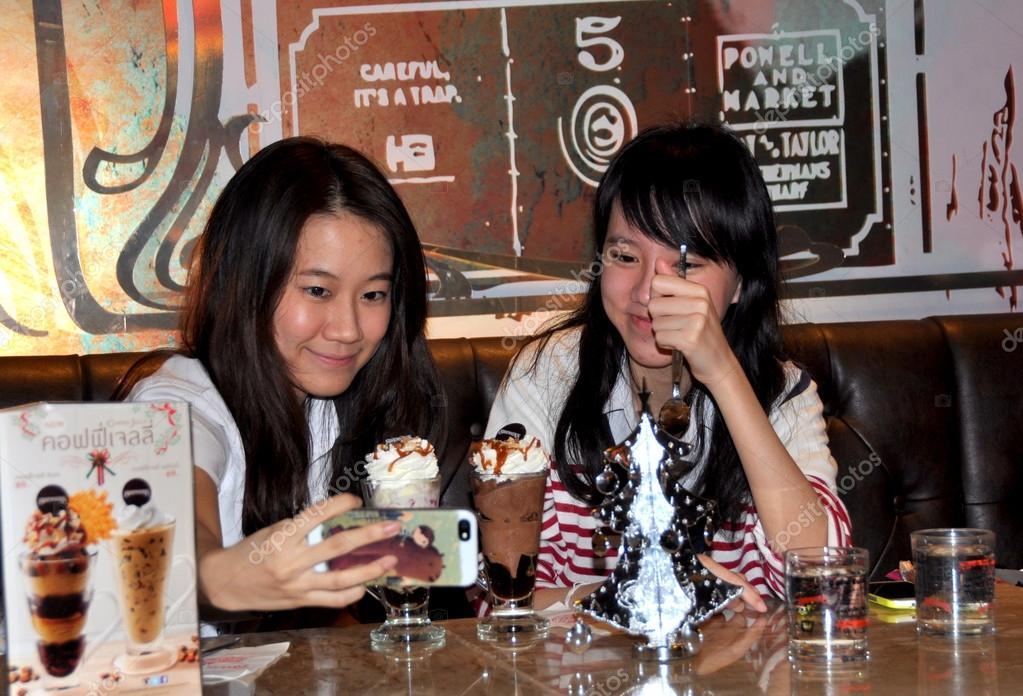 Bangkok, Thailand: Thai Girls at Ice Cream Parlour – Stock