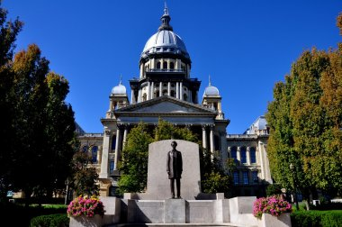 Springfield, Illinois:  Illinois State Capitol Building and Lincoln Statue