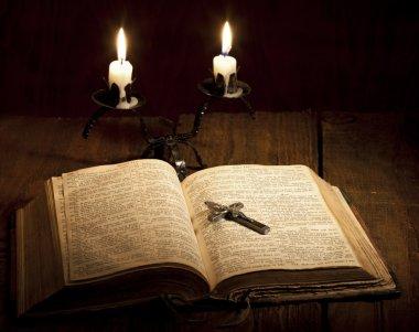 çapraz ve İncil