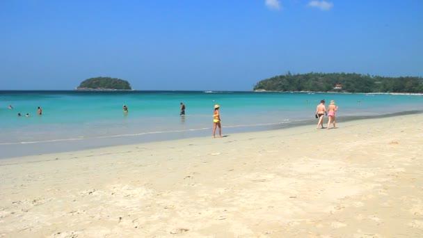 Kata noi beach pohledu v ostrově phuket.