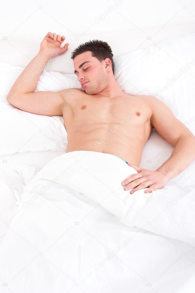 Фото голого мужчины когда он спит